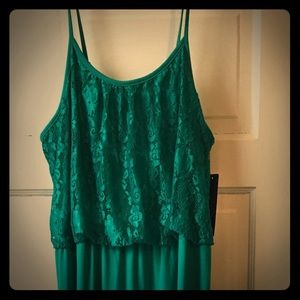 Dresses & Skirts - NWT Maxi dress with lace
